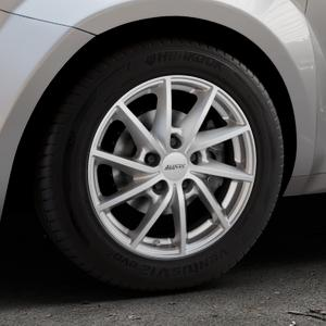 ALUTEC Singa polar-silber Felge mit Reifen in 15Zoll Winterfelge Alufelge auf silbernem Alfa Romeo Mito Typ 955 ⬇️ mit 15mm Tieferlegung ⬇️ Industriehalle 1 Thumbnail