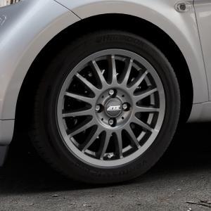 ATS Streetrallye dark-grey Felge mit Reifen grau in 15Zoll Winterfelge Alufelge auf silbernem Smart Fortwo Coupe III (14-) (453) Cabrio (16-) ⬇️ mit 15mm Tieferlegung ⬇️ Industriehalle 1 Thumbnail
