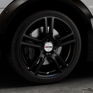AUTEC Mugano Schwarz matt Felge mit Reifen in 18Zoll Winterfelge Alufelge auf silbernem Mini F54 Typ UKL-L (Clubman) FMK ⬇️ mit 15mm Tieferlegung ⬇️ Industriehalle 1 Thumbnail