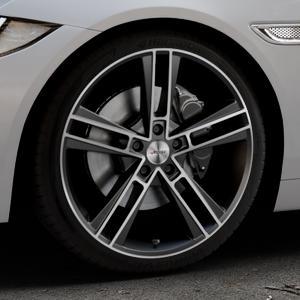 AUTEC Rias Schwarz metallic poliert Felge mit Reifen in 19Zoll Alufelge auf silbernem Jaguar XE Typ JA ⬇️ mit 15mm Tieferlegung ⬇️ Industriehalle 1 Thumbnail