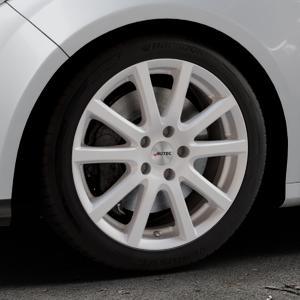AUTEC Skandic Brillantsilber lackiert Felge mit Reifen in 17Zoll Winterfelge Alufelge auf silbernem Ford Focus III Typ DYB (Schrägheck) (Stufenheck) Facelift ⬇️ mit 15mm Tieferlegung ⬇️ Industriehalle 1 Thumbnail