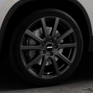 AUTEC Skandic Schwarz matt Felge mit Reifen in 18Zoll Winterfelge Alufelge auf silbernem Skoda Karoq Typ NU ⬇️ mit 15mm Tieferlegung ⬇️ Industriehalle 1 Thumbnail