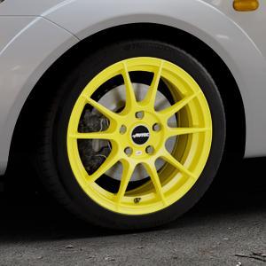 AUTEC Wizard Atomic Yellow Felge mit Reifen gelb in 16Zoll Winterfelge Alufelge auf silbernem Ford Fiesta V Typ JH1/JD3 ⬇️ mit 15mm Tieferlegung ⬇️ Industriehalle 1 Thumbnail