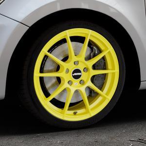 AUTEC Wizard Atomic Yellow Felge mit Reifen gelb in 17Zoll Winterfelge Alufelge auf silbernem Audi A1 Typ 8X ⬇️ mit 15mm Tieferlegung ⬇️ Industriehalle 1 Thumbnail