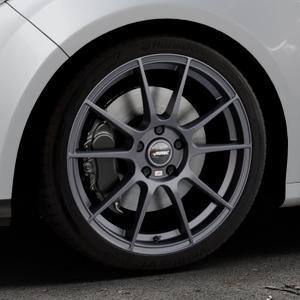 AUTEC Wizard Gunmetal matt Felge mit Reifen grau in 18Zoll Winterfelge Alufelge auf silbernem Ford Focus III Typ DYB (Schrägheck) (Stufenheck) Facelift ⬇️ mit 15mm Tieferlegung ⬇️ Industriehalle 1 Thumbnail
