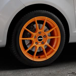 AUTEC Wizard Racing orange Felge mit Reifen in 16Zoll Winterfelge Alufelge auf silbernem Ford Fiesta VI Typ JA8 ⬇️ mit 15mm Tieferlegung ⬇️ Industriehalle 1 Thumbnail