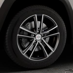 AUTEC Yucon Schwarz poliert Felge mit Reifen mehrfarbig in 17Zoll Alufelge auf silbernem Jeep Cherokee Typ KL Trailhawk ⬇️ mit 15mm Tieferlegung ⬇️ Industriehalle 1 Thumbnail