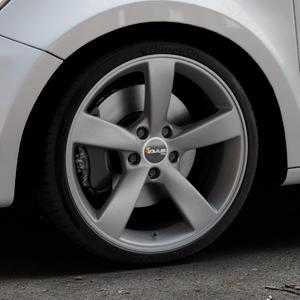 AVUS Racing AF10 MATT ANTHRACITE Felge mit Reifen grau anthrazit in 18Zoll Winterfelge Alufelge auf silbernem Audi A1 Typ 8X (Sportback) ⬇️ mit 15mm Tieferlegung ⬇️ Industriehalle 1 Thumbnail