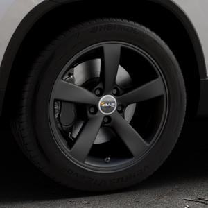 AVUS Racing AF10 MATT BLACK Felge mit Reifen schwarz in 17Zoll Winterfelge Alufelge auf silbernem Skoda Karoq Typ NU ⬇️ mit 15mm Tieferlegung ⬇️ Industriehalle 1 Thumbnail