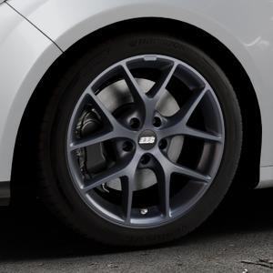 BBS SR himalaya-grau matt Felge mit Reifen in 17Zoll Winterfelge Alufelge auf silbernem Ford Focus III Typ DYB (Schrägheck) (Stufenheck) Facelift ⬇️ mit 15mm Tieferlegung ⬇️ Industriehalle 1 Thumbnail