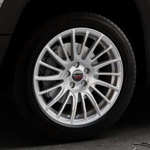Borbet LS2 brilliant silver Felge mit Reifen silber in 18Zoll Winterfelge Alufelge auf silbernem Jeep Renegade Typ BU ⬇️ mit 15mm Tieferlegung ⬇️ Industriehalle 1 Thumbnail