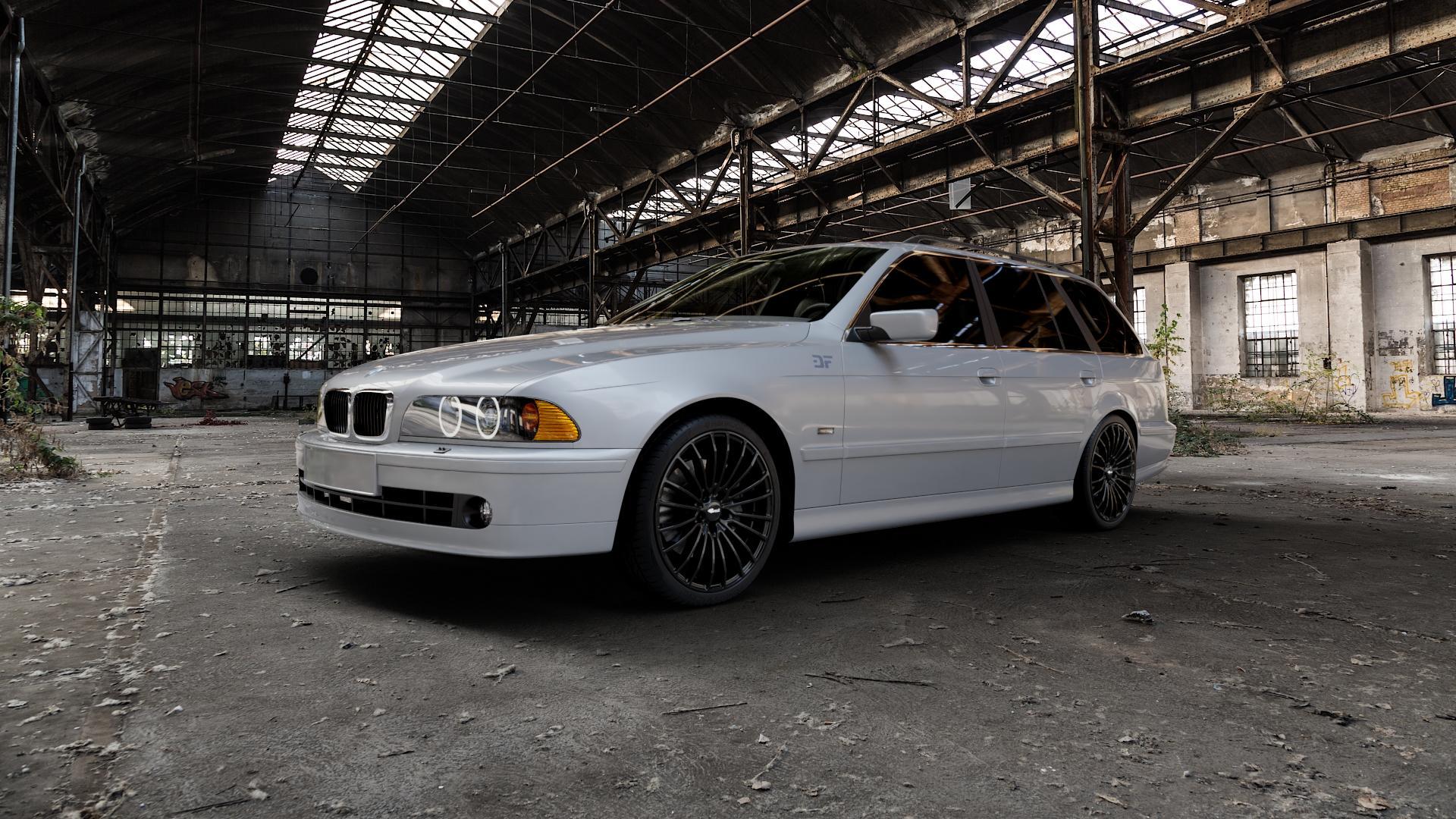 Brock B24 schwarz lackiert Felge mit Reifen in 19Zoll Winterfelge Alufelge auf silbernem BMW 520i Typ E39 (Limousine) 523i 525i 528i 530i 520d 525tds 530d 525d (Touring) 535i 540i 525td ⬇️ mit 15mm Tieferlegung ⬇️ Industriehalle 1 Camera_000