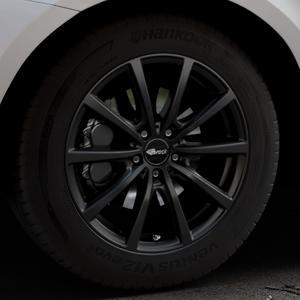 Brock B32 schwarz-matt lackiert Felge mit Reifen in 18Zoll Winterfelge Alufelge auf silbernem Volvo XC60 Typ D Facelift ⬇️ mit 15mm Tieferlegung ⬇️ Industriehalle 1 Thumbnail