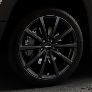 Brock B32 schwarz-matt lackiert Felge mit Reifen in 19Zoll Winterfelge Alufelge auf silbernem Jeep Renegade Typ BU ⬇️ mit 15mm Tieferlegung ⬇️ Industriehalle 1 Thumbnail
