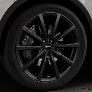 Brock B32 schwarz-matt lackiert Felge mit Reifen in 21Zoll Winterfelge Alufelge auf silbernem Volkswagen (VW) Touareg II Typ 7P Facelift ⬇️ mit 15mm Tieferlegung ⬇️ Industriehalle 1 Thumbnail