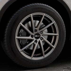 Brock B37 dark-sparkle lackiert Felge mit Reifen grau in 18Zoll Winterfelge Alufelge auf silbernem Volvo XC40 Typ X ⬇️ mit 15mm Tieferlegung ⬇️ Industriehalle 1 Thumbnail
