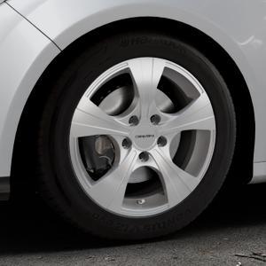 CARMANI 11 Rush kristall silber Felge mit Reifen in 16Zoll Winterfelge Alufelge auf silbernem Ford Focus III Typ DYB (Schrägheck) (Stufenheck) Facelift ⬇️ mit 15mm Tieferlegung ⬇️ Industriehalle 1 Thumbnail