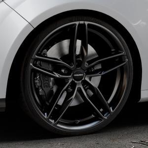 CARMANI 13 Twinmax black Felge mit Reifen schwarz in 20Zoll Winterfelge Alufelge auf silbernem Ford Focus III Typ DYB (Schrägheck) (Stufenheck) Facelift ⬇️ mit 15mm Tieferlegung ⬇️ Industriehalle 1 Thumbnail