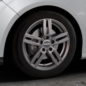 CARMANI 14 Paul hyper gun Felge mit Reifen silber in 16Zoll Winterfelge Alufelge auf silbernem Ford Focus III Typ DYB (Schrägheck) (Stufenheck) Facelift ⬇️ mit 15mm Tieferlegung ⬇️ Industriehalle 1 Thumbnail