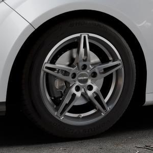 CARMANI 15 Oskar hyper gun Felge mit Reifen silber in 16Zoll Winterfelge Alufelge auf silbernem Ford Focus III Typ DYB (Schrägheck) (Stufenheck) Facelift ⬇️ mit 15mm Tieferlegung ⬇️ Industriehalle 1 Thumbnail