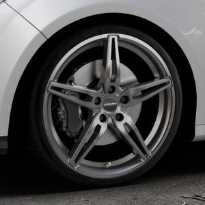 CARMANI 15 Oskar hyper gun Felge mit Reifen silber in 19Zoll Winterfelge Alufelge auf silbernem Ford Focus III Typ DYB (Schrägheck) (Stufenheck) Facelift ⬇️ mit 15mm Tieferlegung ⬇️ Industriehalle 1 Thumbnail