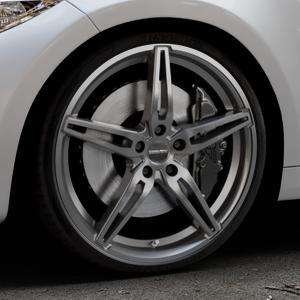 CARMANI 15 Oskar hyper gun Felge mit Reifen silber in 20Zoll Winterfelge Alufelge auf silbernem BMW M2 Typ F87 ⬇️ mit 15mm Tieferlegung ⬇️ Industriehalle 1 Thumbnail