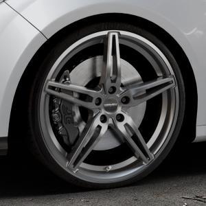 CARMANI 15 Oskar hyper gun Felge mit Reifen silber in 20Zoll Winterfelge Alufelge auf silbernem Ford Focus III Typ DYB (Schrägheck) (Stufenheck) Facelift ⬇️ mit 15mm Tieferlegung ⬇️ Industriehalle 1 Thumbnail