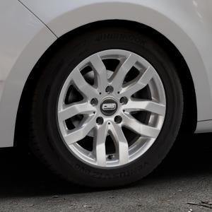 CMS C22 Racing Silver Felge mit Reifen silber in 15Zoll Winterfelge Alufelge auf silbernem Skoda Rapid Spaceback Typ NH ⬇️ mit 15mm Tieferlegung ⬇️ Industriehalle 1 Thumbnail