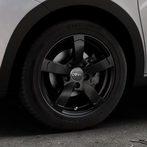 DBV Torino II schwarz matt Felge mit Reifen in 15Zoll Winterfelge Alufelge auf silbernem Renault Twingo III Typ AH ⬇️ mit 15mm Tieferlegung ⬇️ Industriehalle 1 Thumbnail