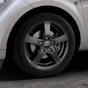 DEZENT RE Black matt Felge mit Reifen schwarz in 15Zoll Winterfelge Alufelge auf silbernem Smart Fortwo Coupe III (14-) (453) Cabrio (16-) ⬇️ mit 15mm Tieferlegung ⬇️ Industriehalle 1 Thumbnail