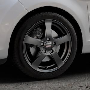DEZENT RE Black matt Felge mit Reifen schwarz in 16Zoll Winterfelge Alufelge auf silbernem Ford Fiesta VI Typ JA8 Facelift ⬇️ mit 15mm Tieferlegung ⬇️ Industriehalle 1 Thumbnail