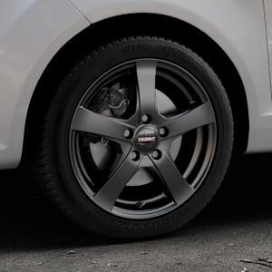 DEZENT RE Black matt Felge mit Reifen schwarz in 16Zoll Winterfelge Alufelge auf silbernem Ford Fiesta VI Typ JA8 ⬇️ mit 15mm Tieferlegung ⬇️ Industriehalle 1 Thumbnail