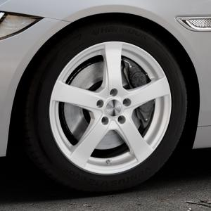 DEZENT RE Silver Felge mit Reifen silber in 17Zoll Winterfelge Alufelge auf silbernem Jaguar XE Typ JA ⬇️ mit 15mm Tieferlegung ⬇️ Industriehalle 1 Thumbnail