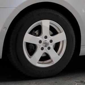 DEZENT TD Silver Felge mit Reifen silber in 15Zoll Winterfelge Alufelge auf silbernem Skoda Octavia III Kombi Typ 5E ⬇️ mit 15mm Tieferlegung ⬇️ Industriehalle 1 Thumbnail