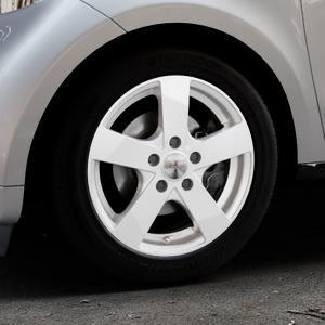 DEZENT TD Silver Felge mit Reifen silber in 15Zoll Winterfelge Alufelge auf silbernem Smart Forfour II (453) ⬇️ mit 15mm Tieferlegung ⬇️ Industriehalle 1 Thumbnail