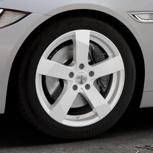 DEZENT TD Silver Felge mit Reifen silber in 17Zoll Winterfelge Alufelge auf silbernem Jaguar XE Typ JA ⬇️ mit 15mm Tieferlegung ⬇️ Industriehalle 1 Thumbnail