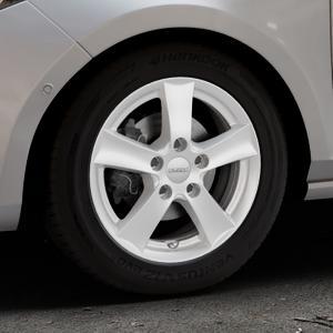 DEZENT TX Silver Felge mit Reifen silber in 15Zoll Winterfelge Alufelge auf silbernem Ford Fiesta VII Typ JHH ⬇️ mit 15mm Tieferlegung ⬇️ Industriehalle 1 Thumbnail