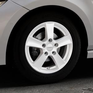 DEZENT TX Silver Felge mit Reifen silber in 15Zoll Winterfelge Alufelge auf silbernem Volkswagen (VW) Polo VI Typ AW ⬇️ mit 15mm Tieferlegung ⬇️ Industriehalle 1 Thumbnail