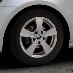 DIEWE WHEELS Matto pigmentsilber Felge mit Reifen in 15Zoll Winterfelge Alufelge auf silbernem Volkswagen (VW) Golf 7 ⬇️ mit 15mm Tieferlegung ⬇️ Industriehalle 1 Thumbnail