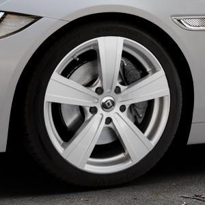DIEWE WHEELS Matto pigmentsilber Felge mit Reifen in 18Zoll Winterfelge Alufelge auf silbernem Jaguar XE Typ JA ⬇️ mit 15mm Tieferlegung ⬇️ Industriehalle 1 Thumbnail