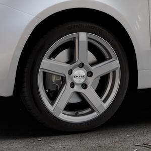 DOTZ CP5 Graphite matt Felge mit Reifen grau in 16Zoll Winterfelge Alufelge auf silbernem Fiat 500 Typ 312 Cabrio Facelift ⬇️ mit 15mm Tieferlegung ⬇️ Industriehalle 1 Thumbnail