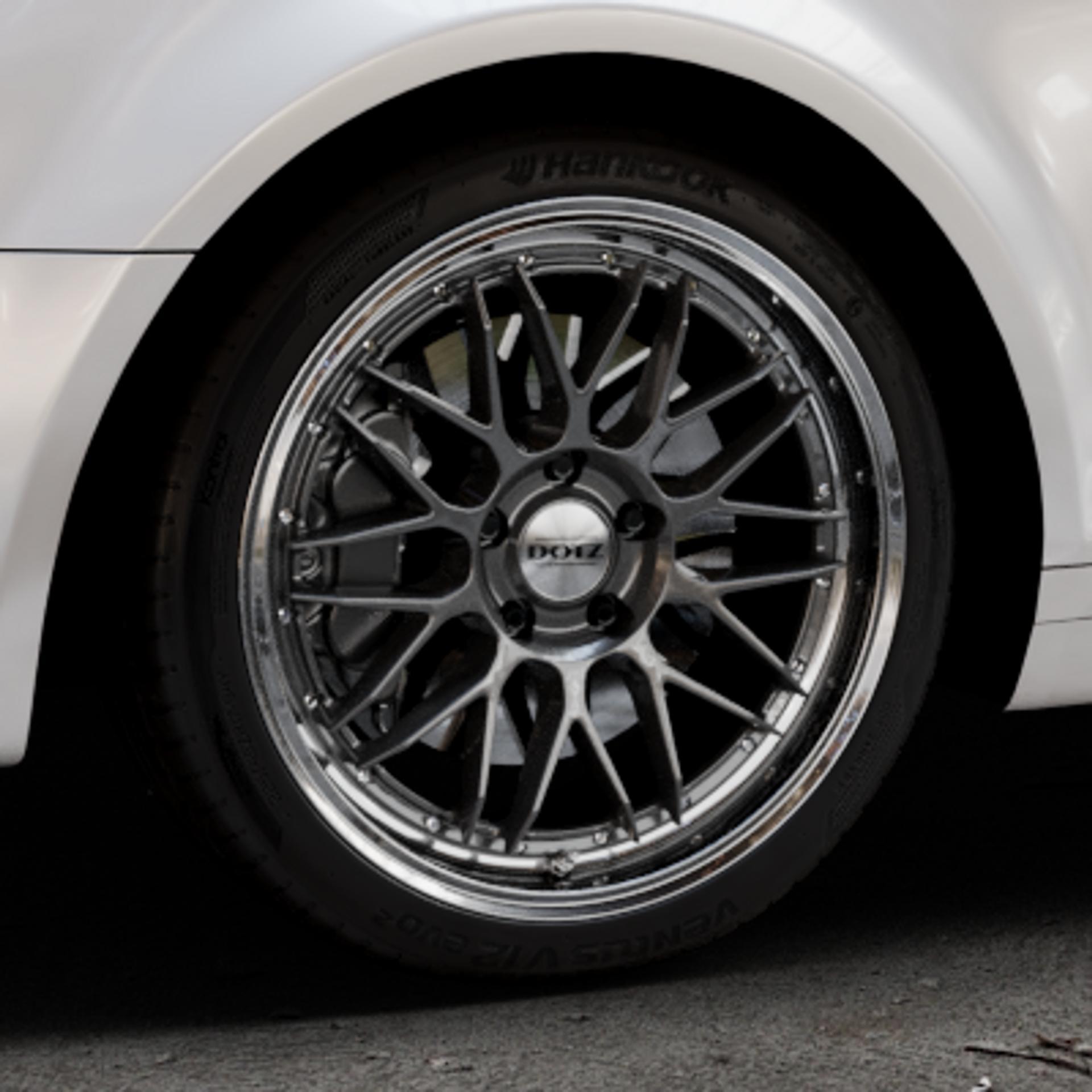 DOTZ REVVO GUNMETAL POLISHED Felge mit Reifen grau silber mehrfarbig in 18Zoll Alufelge auf weissem Audi A3 Typ 8P (Sportback) 1,6l 75kW (102 PS) 2,0l FSI 110kW (150 1,9l TDI 77kW (105 103kW (140 TFSI 147kW (200 85kW (116 100kW (136 1,8l 118kW (160 125kW (170 1,4l 92kW (125 120kW (163 quattro 3,2l V6 184kW (250 S3 195kW (265 1,2l 66kW (90 18