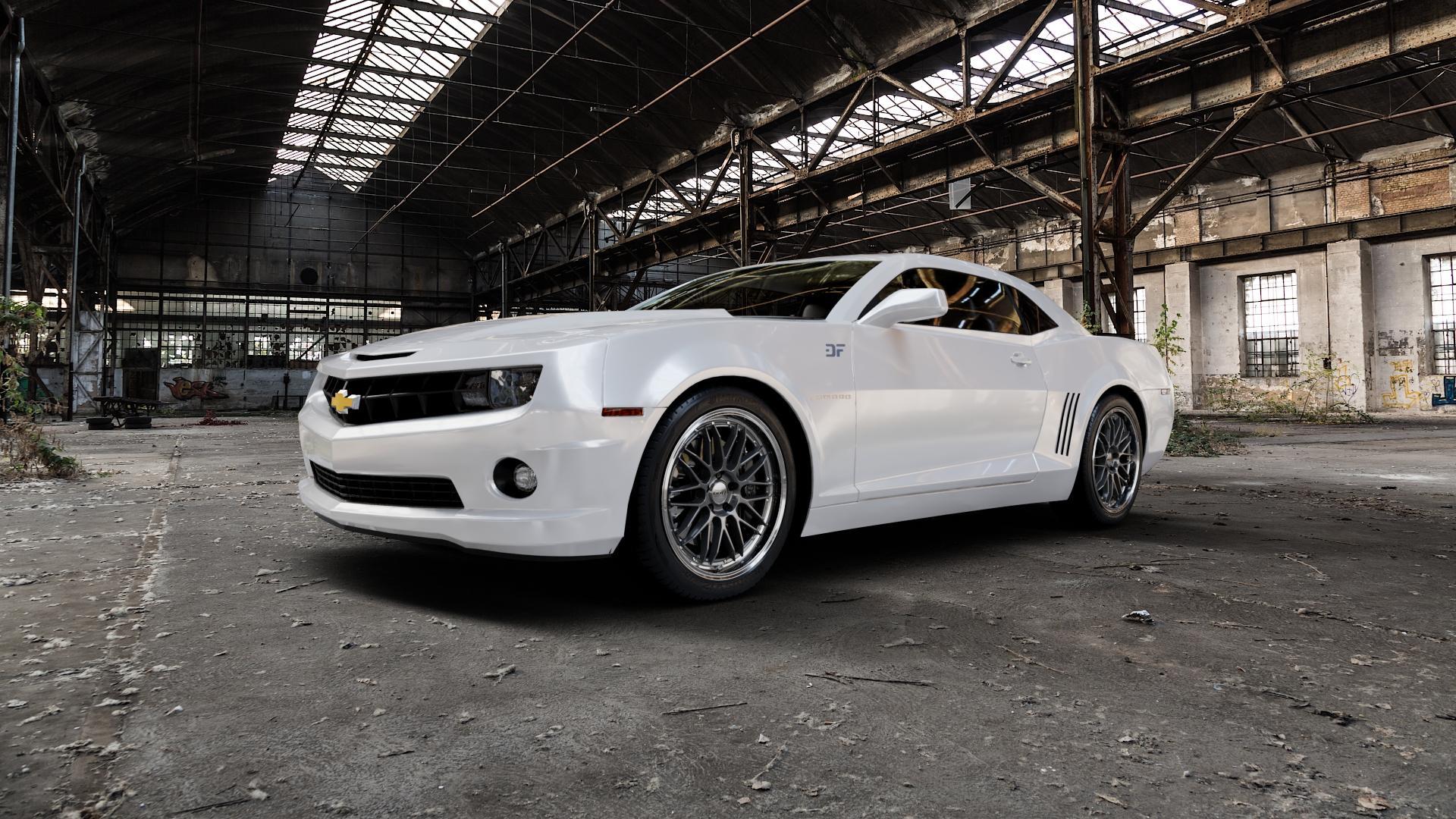 DOTZ REVVO GUNMETAL POLISHED Felge mit Reifen grau silber mehrfarbig in 20Zoll Alufelge auf weissem Chevrolet Camaro V ⬇️ mit 15mm Tieferlegung ⬇️ Industriehalle 1 Camera_000