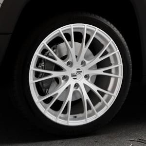 MAK Rennen Silver Felge mit Reifen silber in 19Zoll Winterfelge Alufelge auf silbernem Jeep Renegade Typ BU ⬇️ mit 15mm Tieferlegung ⬇️ Industriehalle 1 Thumbnail