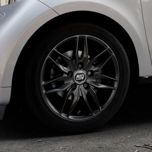 MSW 24 MATT BLACK Felge mit Reifen schwarz in 15Zoll Winterfelge Alufelge auf silbernem Smart Forfour II (453) ⬇️ mit 15mm Tieferlegung ⬇️ Industriehalle 1 Thumbnail