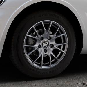 MSW 25 MATT TITANIUM TECH Felge mit Reifen in 15Zoll Winterfelge Alufelge auf silbernem Chrysler PT Cruiser Cabriolet ⬇️ mit 15mm Tieferlegung ⬇️ Industriehalle 1 Thumbnail