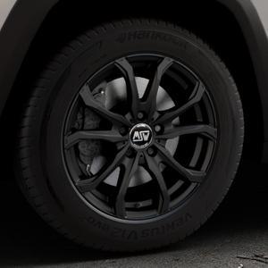MSW 48 MATT BLACK Felge mit Reifen schwarz in 17Zoll Winterfelge Alufelge auf silbernem Jeep Cherokee Typ KL Trailhawk ⬇️ mit 15mm Tieferlegung ⬇️ Industriehalle 1 Thumbnail