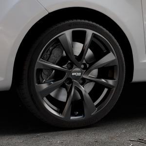 OXXO Oberon 4 Black Felge mit Reifen schwarz in 17Zoll Winterfelge Alufelge auf silbernem Ford Fiesta VI Typ JA8 ⬇️ mit 15mm Tieferlegung ⬇️ Industriehalle 1 Thumbnail
