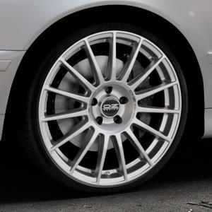 OZ RACING SUPERTURISMO DAKAR MATT RACE SILVER + BLACK LETTERING Felge mit Reifen silber in 20Zoll Winterfelge Alufelge auf silbernem BMW 520i Typ E39 (Limousine) 523i 525i 528i 530i 520d 525tds 530d 525d (Touring) 535i 540i 525td ⬇️ mit 15mm Tieferlegung ⬇️ Industriehalle 1 Thumbnail
