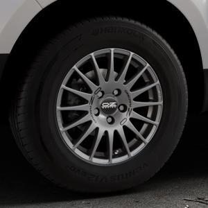 OZ RACING SUPERTURISMO GT GRIGIO CORSA Felge mit Reifen silber in 15Zoll Winterfelge Alufelge auf silbernem Dacia Duster Typ SD ⬇️ mit 15mm Tieferlegung ⬇️ Industriehalle 1 Thumbnail